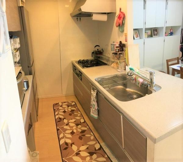 浄水器・ディスポーザーなど設備の充実したカウンターキッチン