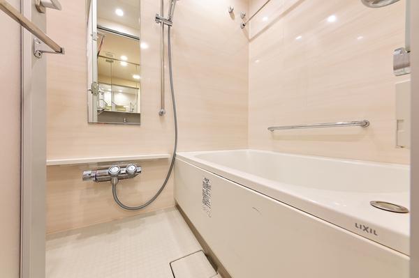 【浴室】オートバスの浴室には換気暖房機がついていますので、雨の日のお洗濯も安心です