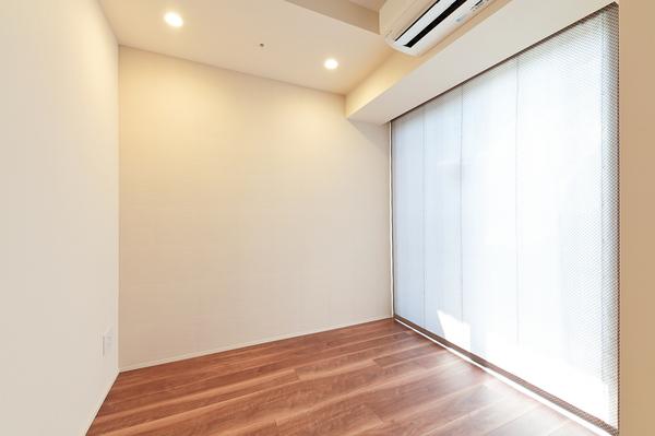 全室(DEN含む)にブラインドカーテンを設置。