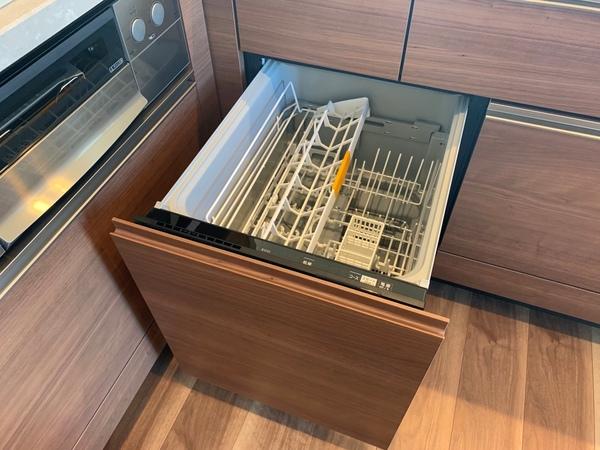 マンション標準タイプより深型のため、大きめの食器も洗浄可能です。