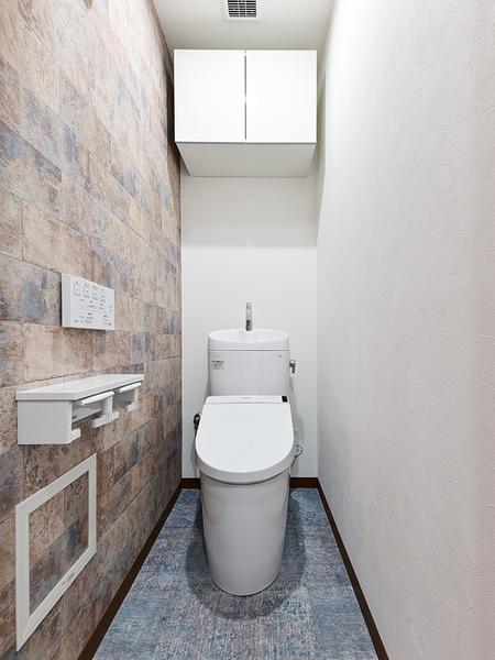 温水洗浄便座付き新規交換トイレ・吊戸もございます
