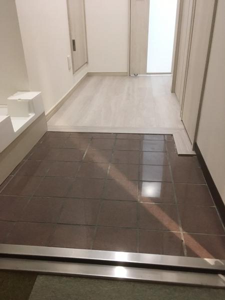 【玄関】玄関から廊下までフラットな仕様
