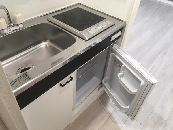 【キッチン】ミニ冷蔵庫付のIHを搭載したキッチン