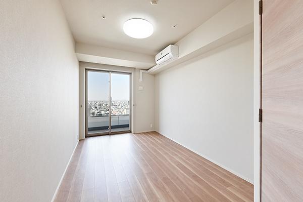 【洋室】約6.7帖の洋室・洋室全てバルコニーに面している為お部屋からの眺望も抜群です