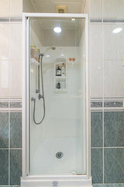 忙しい出勤前やちょっとリフレッシュしたいときに手軽に浴びられるシャワー専用のブース。