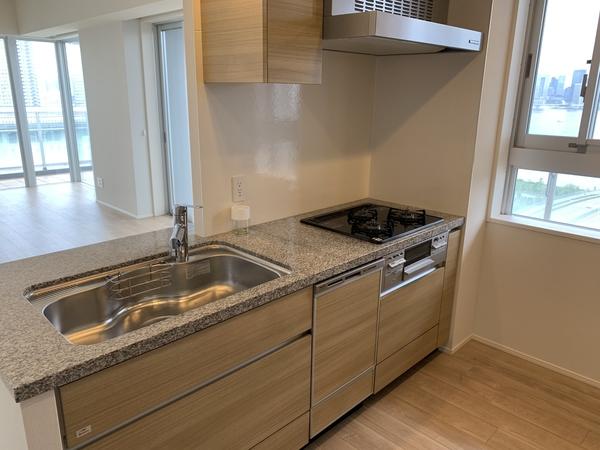 約4.0帖のキッチン。ディスポーザー・食洗器装備。