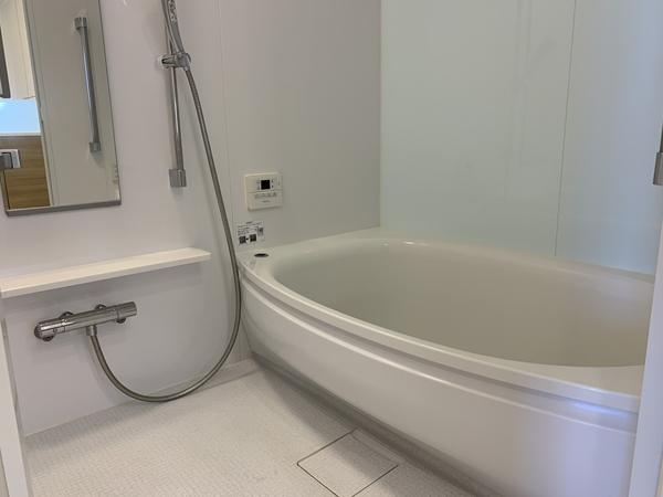 1418サイズの浴室、浴室暖房換気乾燥機を装備しています。