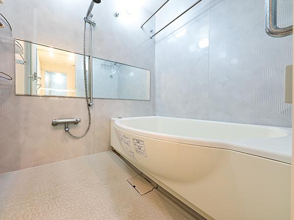 浴室1418サイズ/浴室暖房換気乾燥機装備 お部屋干しにもご利用いただけます。