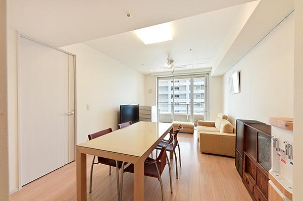 約11.0畳のリビング・ダイニング/ホワイトを基調とした明るいお部屋です。