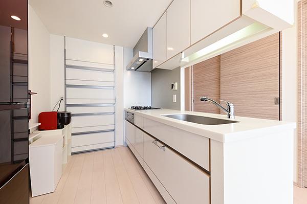 キッチン約3.6帖 吊戸棚収納がある為、収納量は豊富です。