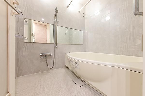 浴室1418サイズ、浴室暖房換気乾燥機を装備