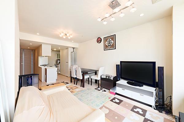 約14.8帖のリビングダイニング 壁面が多く、家具の配置がしやすいお部屋です