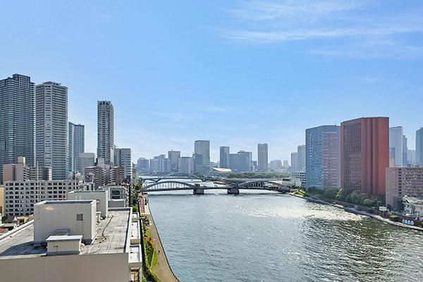 バルコニーからの眺望。隅田川・浜離宮方面。