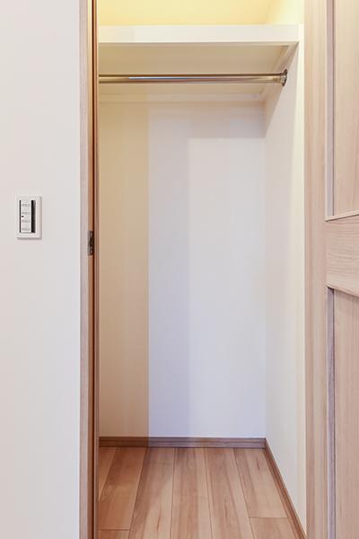 洋室約7.0帖に付属するウォ―クインクローゼット。