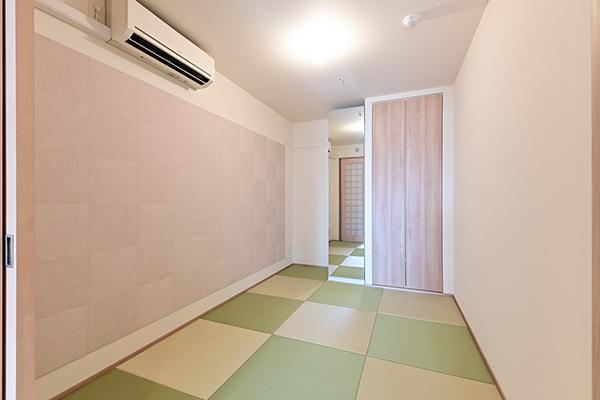 洋室約5.5帖には置き畳を設置。和室としてご利用いただけます。