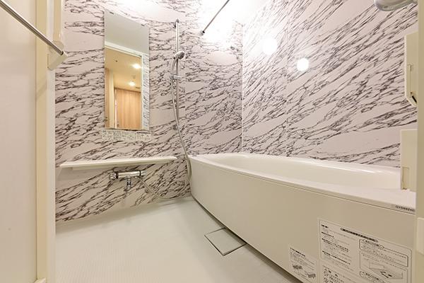 1418サイズの浴室。ミストサウナ・浴室換気乾燥機付き。