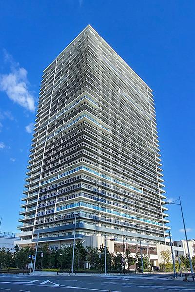 総戸数600戸の大規模タワーマンション。充実した共用施設は33階部分に集約
