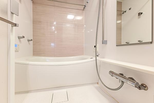 1317サイズの浴室。浴室暖房換気乾燥機を装備