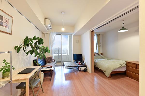 約9.1帖のリビングダイニング 室内の建具カラーはナチュラル系で明るいお部屋を演出してくれます。