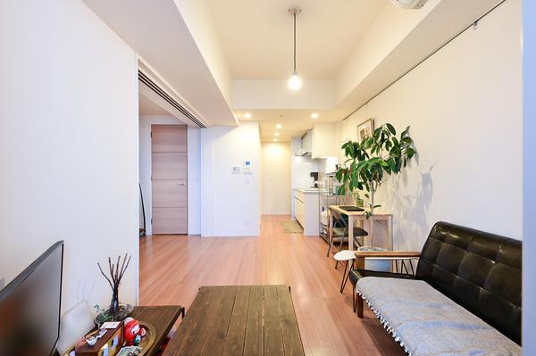 約9.1帖のリビングダイニング 柱型がでていない間取の為、家具の配置がしやすいです。