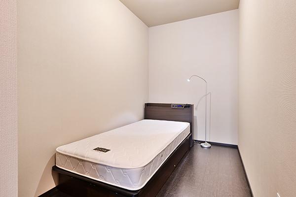 洋室約5.5帖クローゼット有の収納豊富なお部屋です。