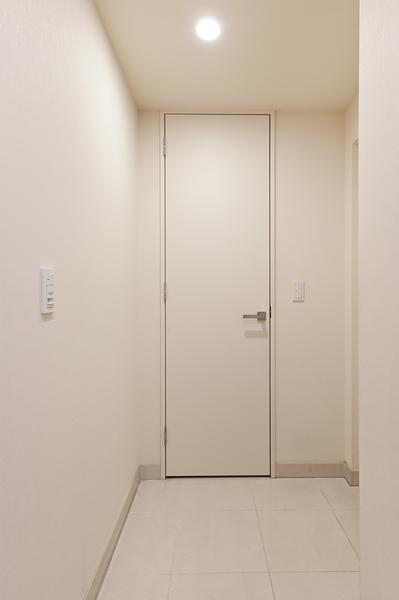 シューズインクローゼットを装備した収納力のある玄関です。