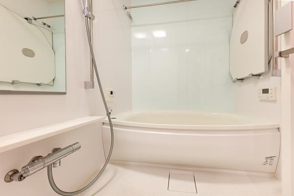 1418サイズの浴室、浴室暖房換気乾燥機を装備しています。その他リネン庫も装備されております。