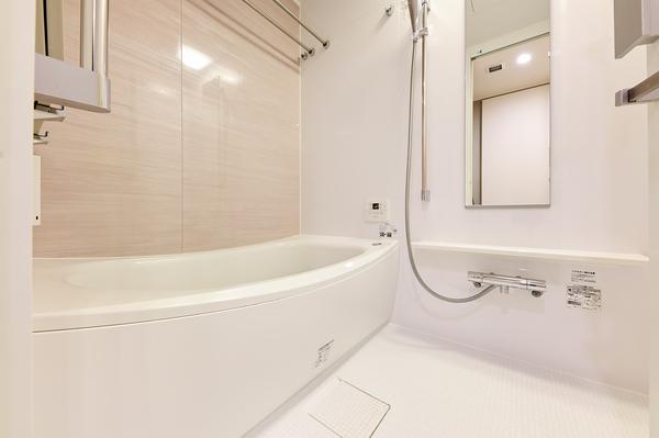浴室1317サイズ、浴室暖房換気乾燥機を装備。