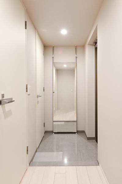 【廊下(2021年9月撮影)】フラットフロアで段差のない室内。
