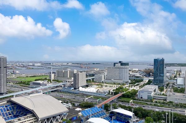 【バルコニーからの眺望(2021年9月撮影)】バルコニーからは開放的な眺望が広がっております。