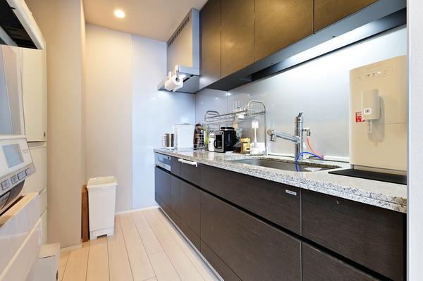 【キッチン約3.7帖(2021年9月撮影)】ディスポーザー・ⅠHクッキングヒーター等の先進の設備。