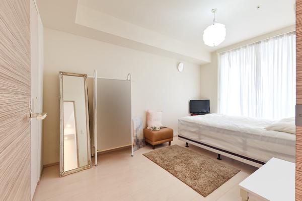 【洋室約7.0帖】天井高2500mm・ハイサッシにつき、明るい室内。柱もなく家具を配置しやすいです。