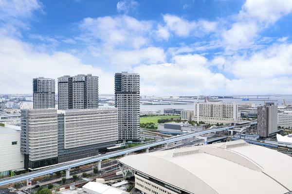 【バルコニーからの眺望】東京湾をのぞむ眺望。