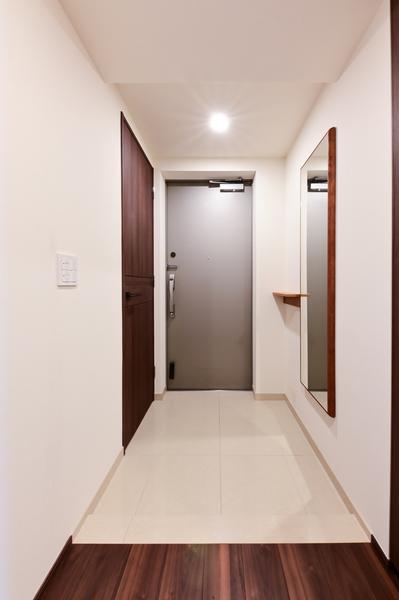【玄関(2021年9月撮影)】シューズインクローゼットもあり、広々とした玄関。
