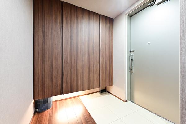玄関/下足入・4枚扉仕様の為、収納量は豊富です。