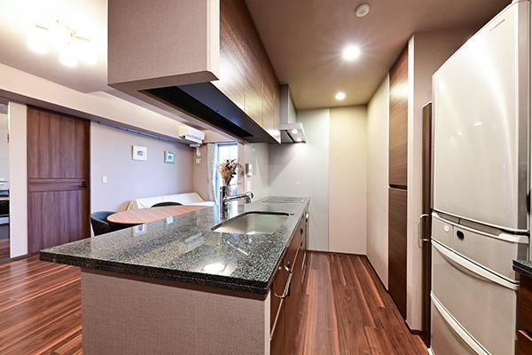 約3.9帖のキッチン/カップボード・食器洗い乾燥機・ディスポーザー・水栓一体型浄水器を装備