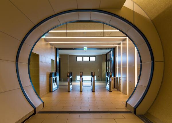 グランドエレベーターへのトンネル