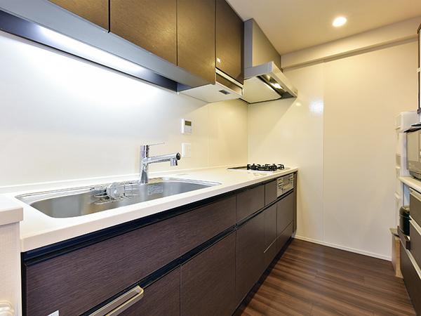 キッチン 約3.5帖 ワイドシンクにはディスポーザー付、コンロには勿論タイマー、炊飯機能が付いています