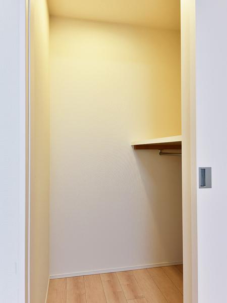 納戸 各部屋の収納の他、納戸があり収納力が豊富です