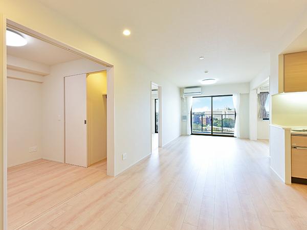 居室 幅広の美しい床