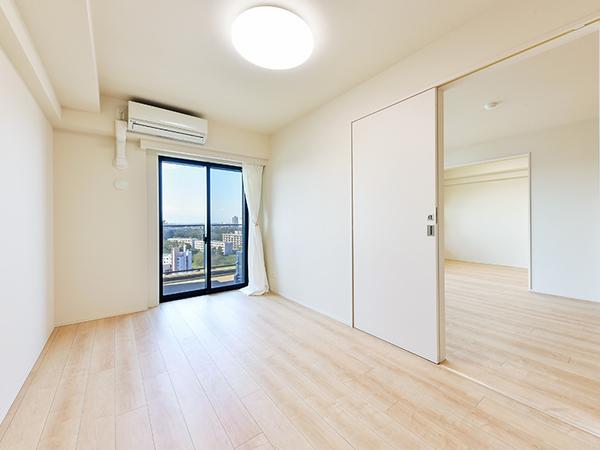洋室7帖 お部屋からバルコニーに出られます。