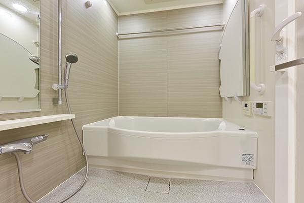 浴室 1620サイズでゆったり、低床式で安全、浴室暖房乾燥機付で雨の日の洗濯も楽々
