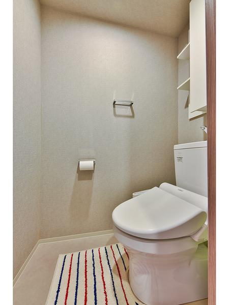 トイレ 超節水型で、お掃除がしやすいフチなしです