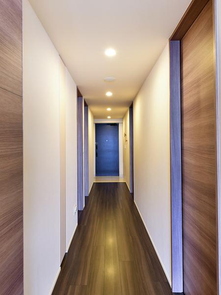 収納豊富な廊下