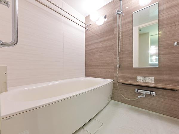 浴室換気乾燥機付き、1418サイズのバスルーム。一日の疲れを癒します。