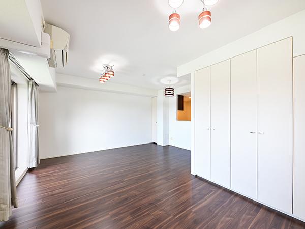 室内の空気を常時流動させ、各居室ごとの給気口から新鮮な空気を取り込む24時間換気システム。