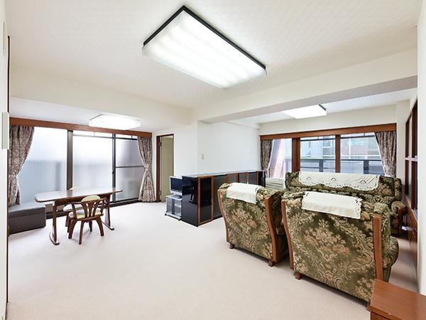 広々したリビングダイニングはお好きな家具を置いてお好みの空間に。