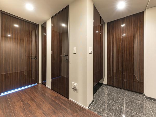 《廊下》玄関