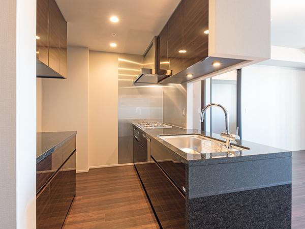 《キッチン》カップボード、食器洗乾燥機付、約3.1帖のキッチン