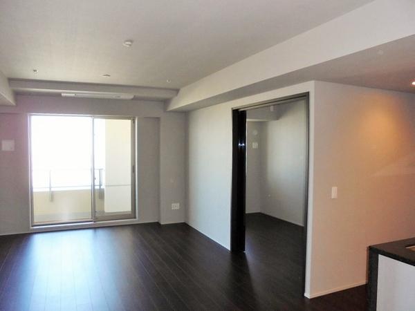 LDにはガス温水式床暖房を採用。温風で埃を巻き上げずお部屋を暖めてくれます。